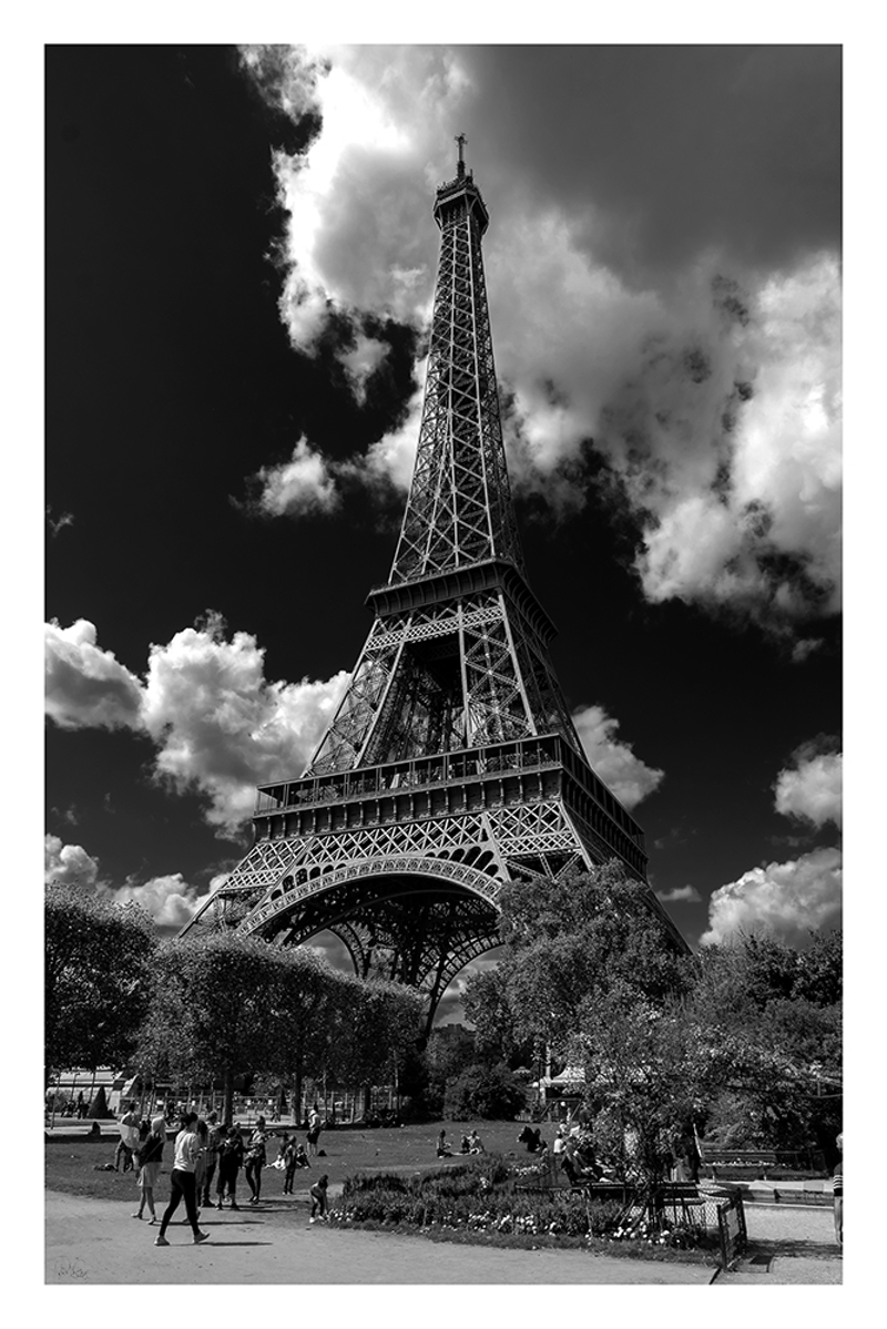 (CreativeWork) P 053 Paris Eiffel Tower by Peter Henning. photograph. Shop online at Bluethumb.