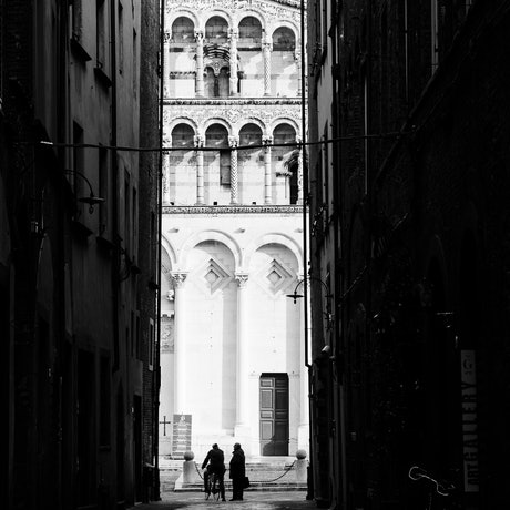 Two people talking in Florence